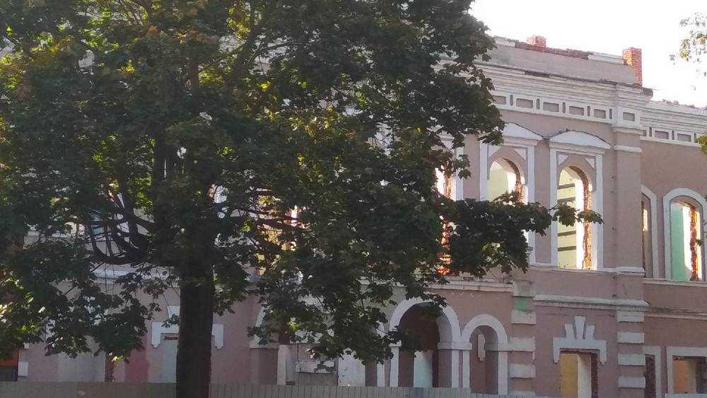 Бедственный вид исторического здания вызвал тревогу у жителей Клинцов