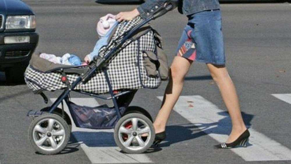 В Навле пенсионер на Renault сбил коляску с 2-летним ребёнком