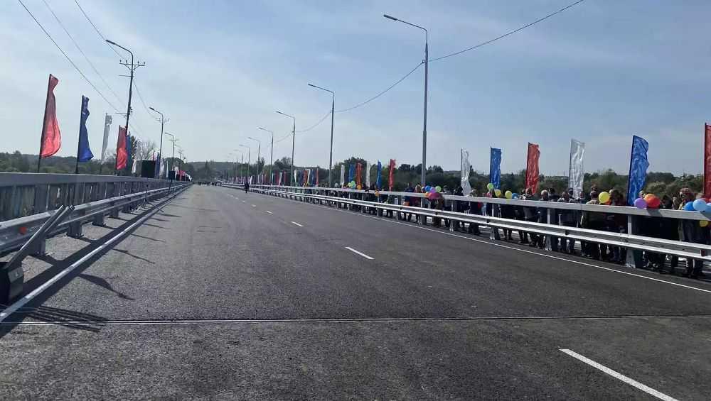 В Брянске в День города открыли движение по новому Литейному мосту
