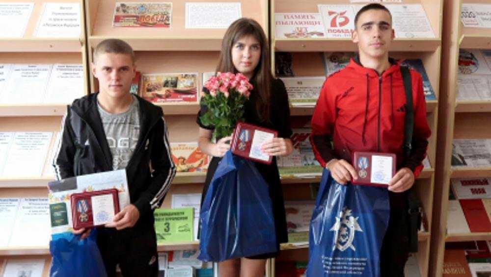 Спасших ветерана брянских подростков наградили медалями