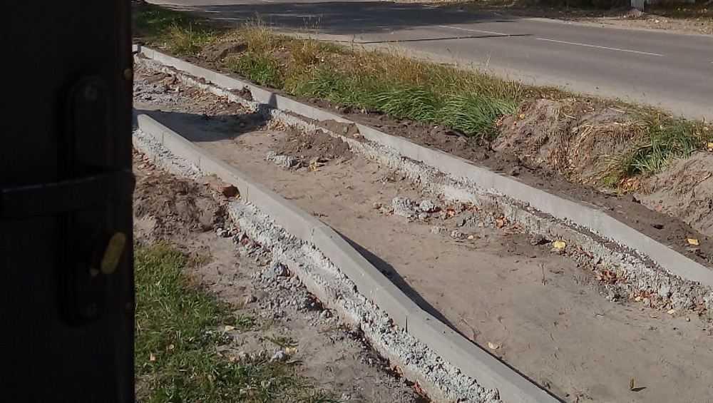 Брянцы пожаловались на затянувшийся ремонт тротуаров на Полесской