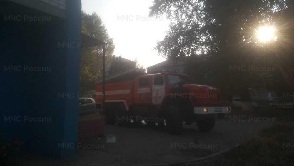 В Брянске из загоревшегося продуктового магазина вывели 15 человек