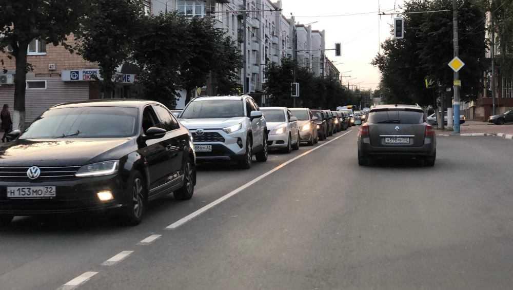В центре Брянска образовались большие пробки