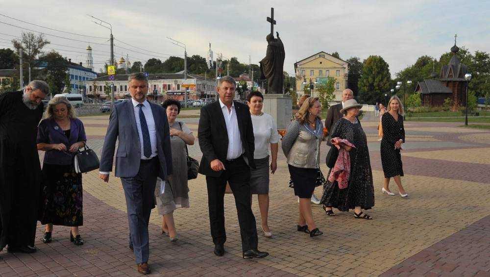 Губернатор Богомаз показал Брянск историку из столицы
