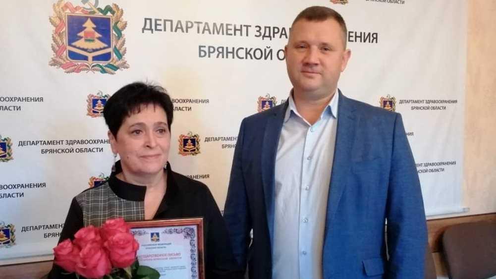 В Брянске наградили директора медико-социального техникума Веру Пёхову