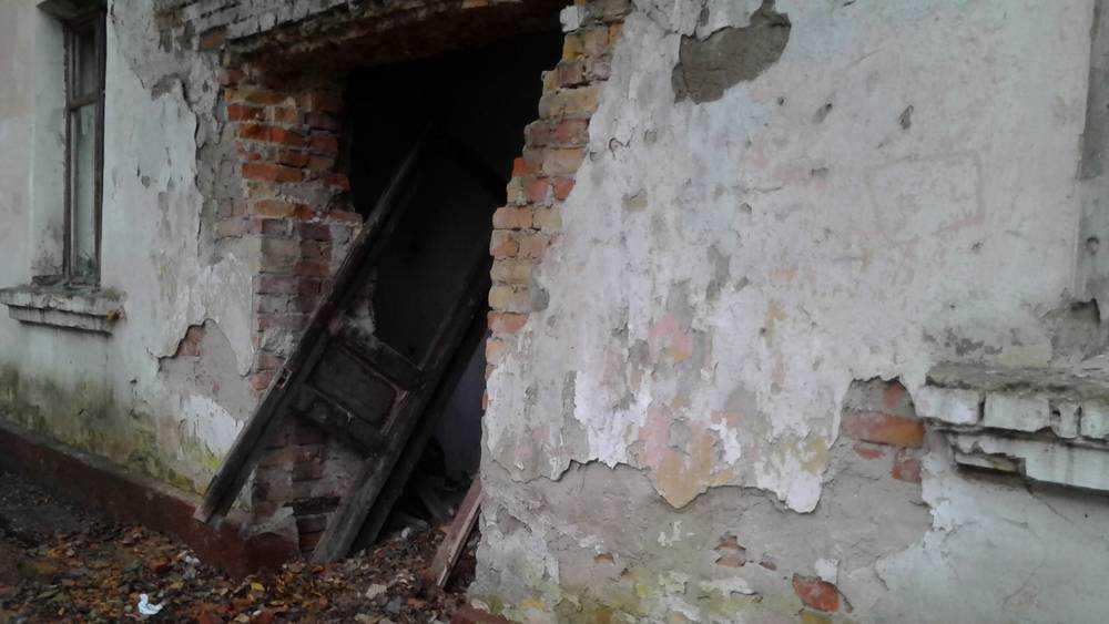 В Брянске 13 заброшенных домов признали потенциально опасными