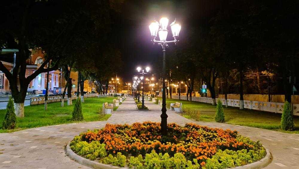 В обновленном сквере у вокзала Брянск-I включили новые фонари