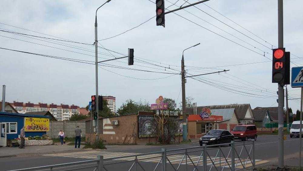 В Брянске в 10-м микрорайоне заработал долгожданный светофор