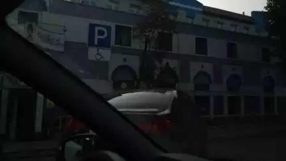 В Брянске сотрудники ОГИБДД убрали незаконные таблички