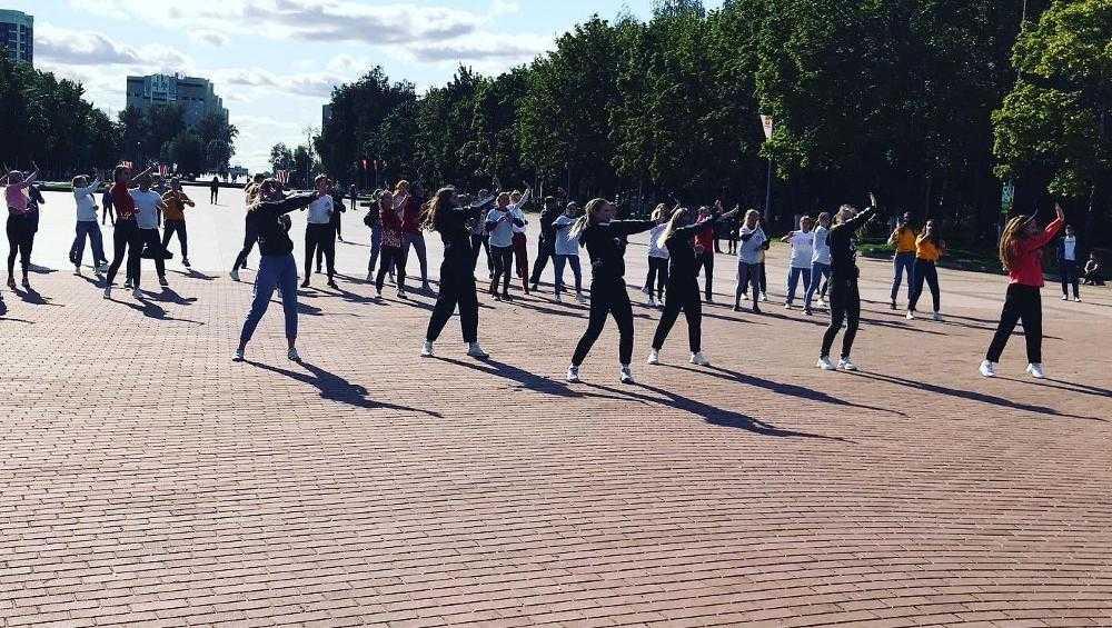 В Брянске Прошел флешмоб «Танцующий город»