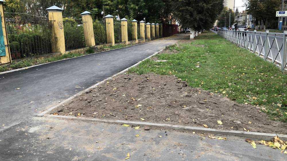 В Брянске на улице Фокина построили большую часть тротуаров