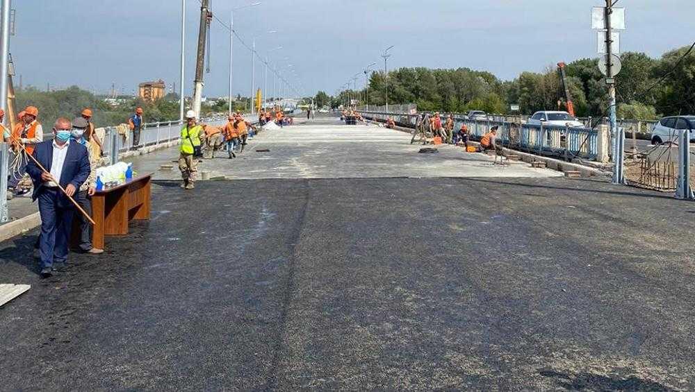 Андрея Турчака впечатлили темпы строительства Литейного моста