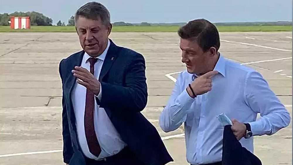 В Брянск обычным авиарейсом прибыл сенатор Андрей Турчак