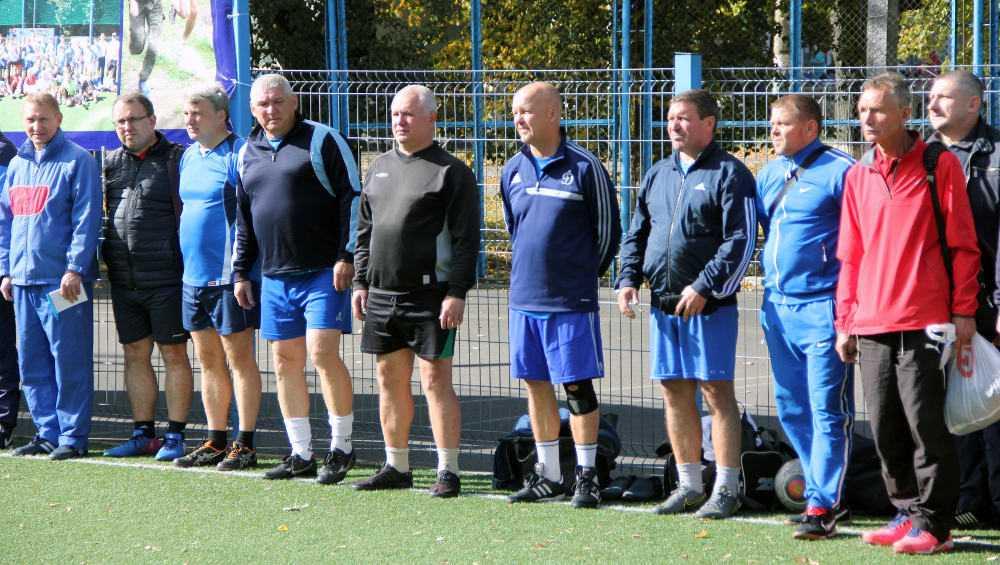 Брянские ветераны решили тряхнуть стариной на футбольном поле