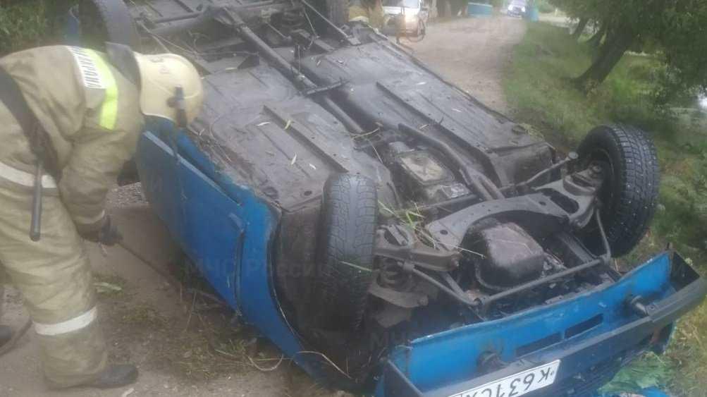 В Фокинском районе Брянска перевернулся автомобиль ВАЗ