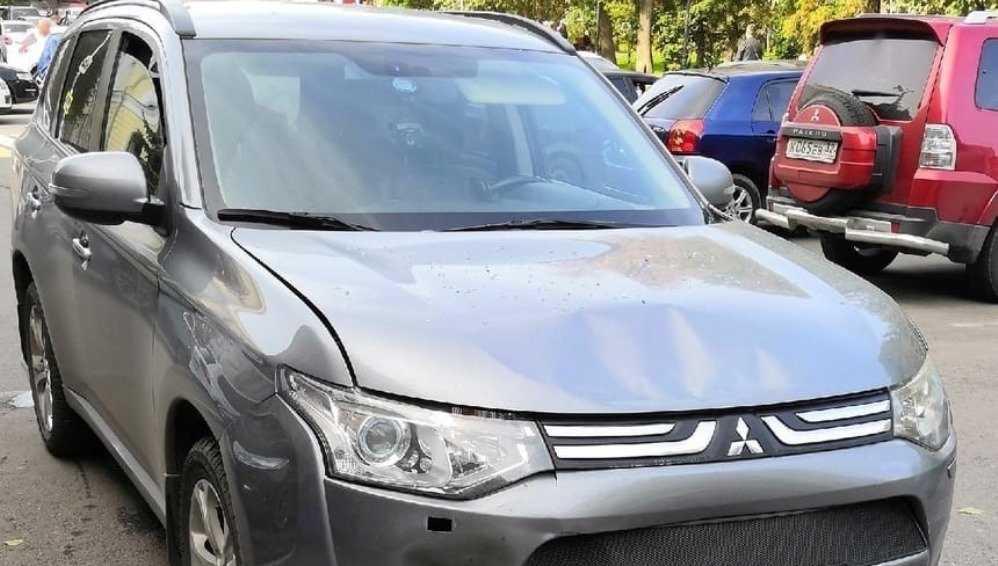 В Брянске неизвестный водитель устроил ДТП возле ЦУМа и скрылся