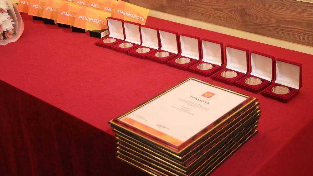 Брянских волонтеров наградили медалями и грамотами президента России