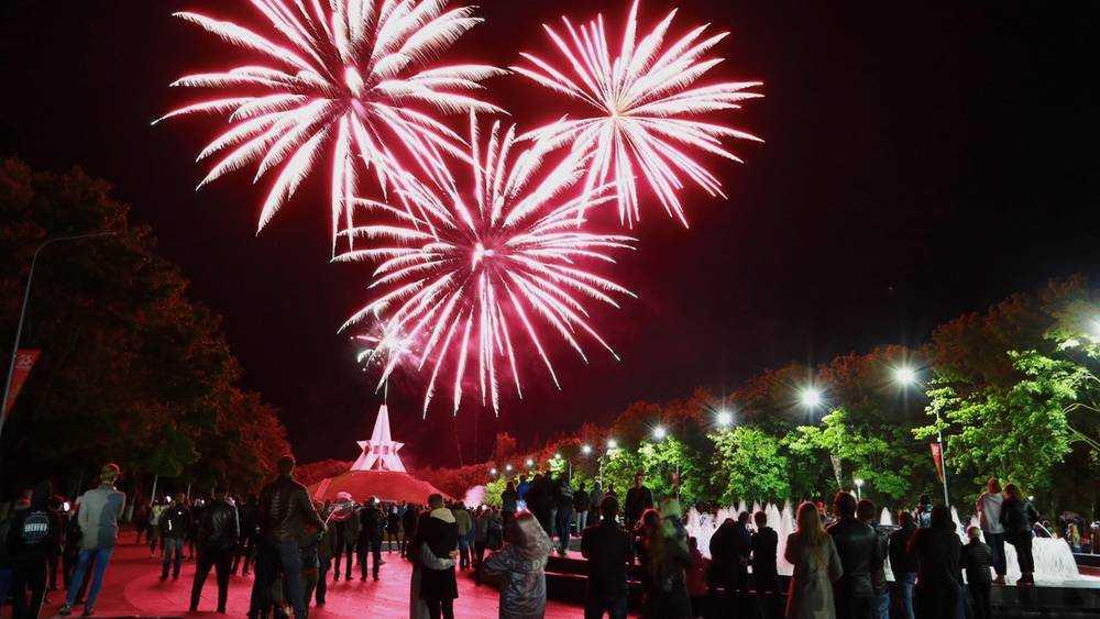В Брянске праздничным салютом завершили празднования Дня города