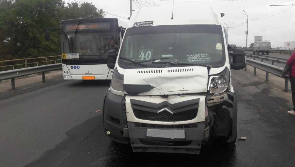 Брянское УГИБДД сообщило о двух пострадавших в ДТП с маршруткой