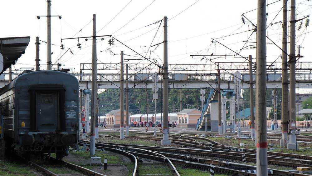 В Брянске возле железнодорожного вокзала начали сносить старый мост