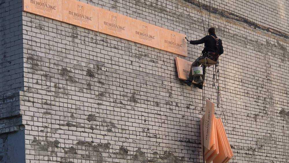 Жители Брянска ответили на щедрые речи кочегаров утеплением стен