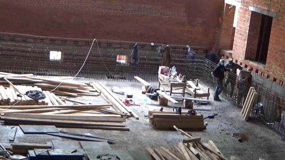 В Жуковке завершают строительство спортивного комплекса с бассейном