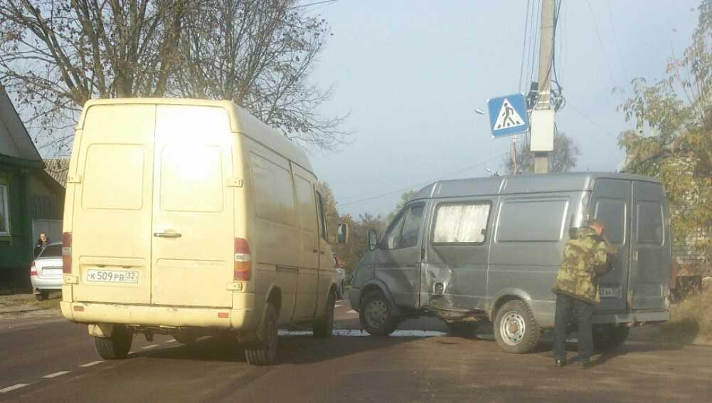 В Клинцах Брянской области столкнулись два микроавтобуса