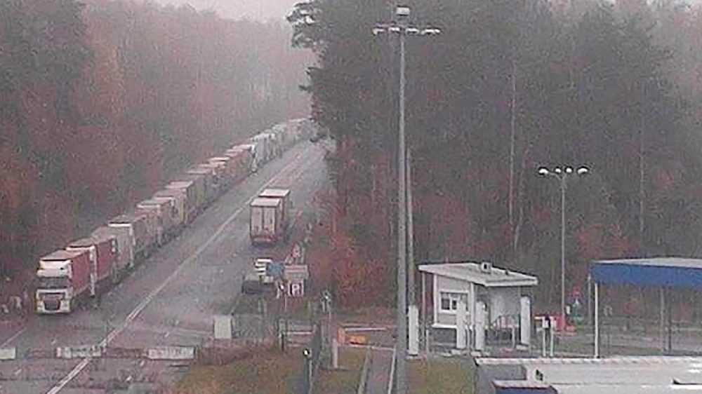 На брянской границе скопилось множество грузовиков