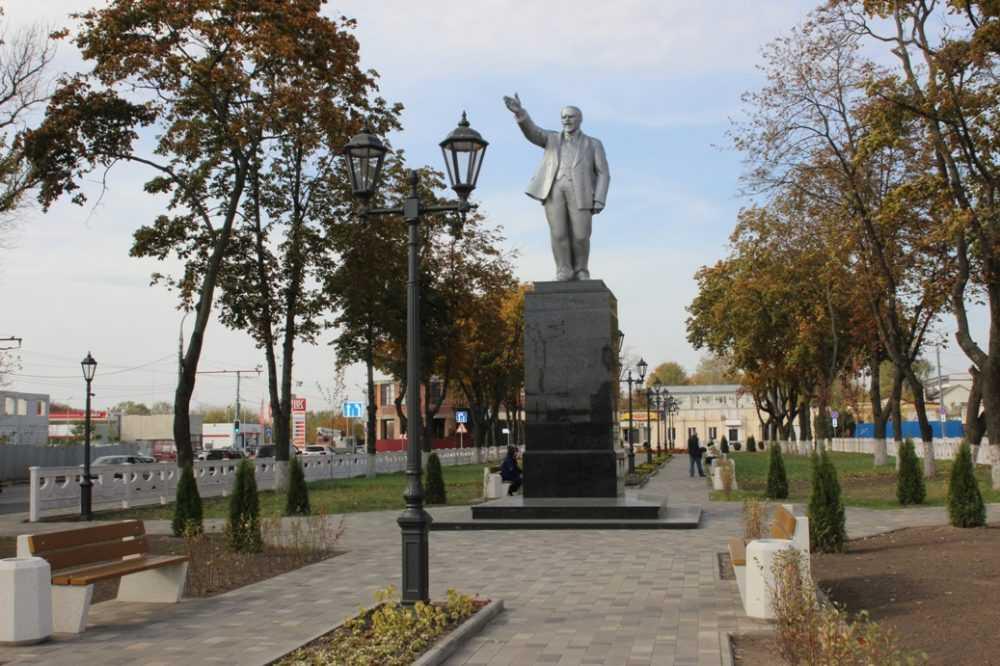 В Брянске реконструировали привокзальную площадь и центральный пляж