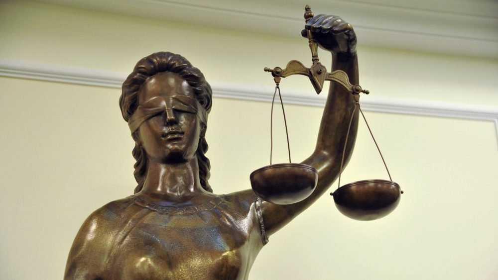 Двое брянских судей ушли в отставку