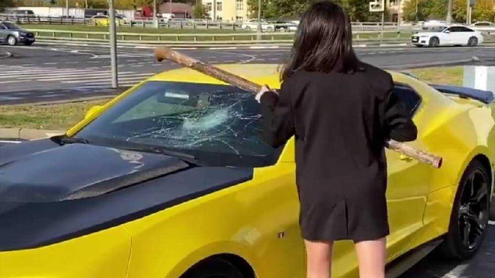 Брянская жертва «Дома 2» Пинчук разбила трубой машину приятеля