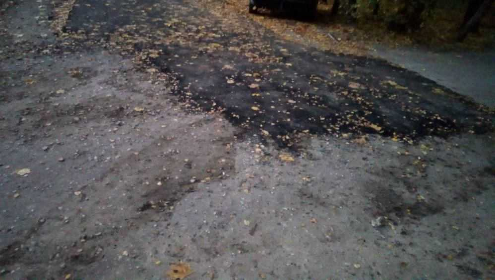 Жителей Трубчевска возмутил сомнительный ремонт дороги