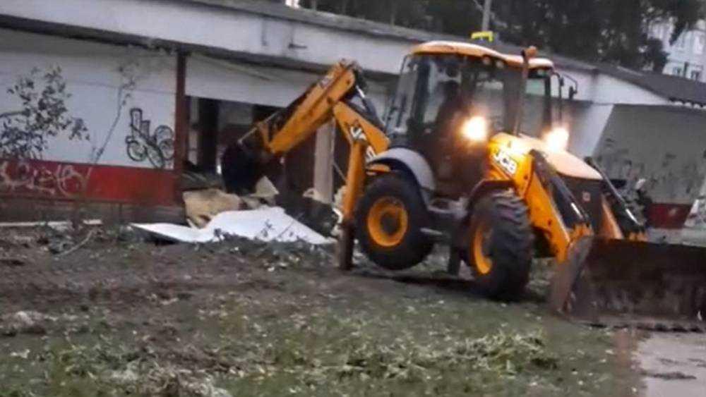 В Брянске на улице Бурова снесли старых 3 киоска