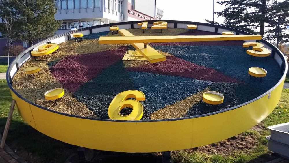 В Брянске на набережной цветочные часы подготовили к «зимовке»