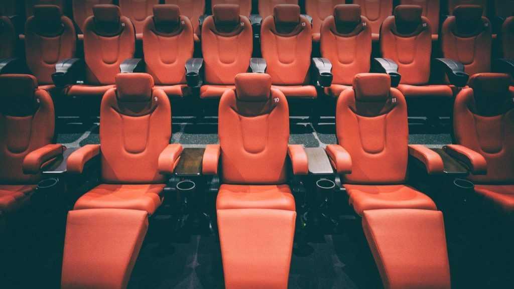 Какими бывают кресла для кинотеатров