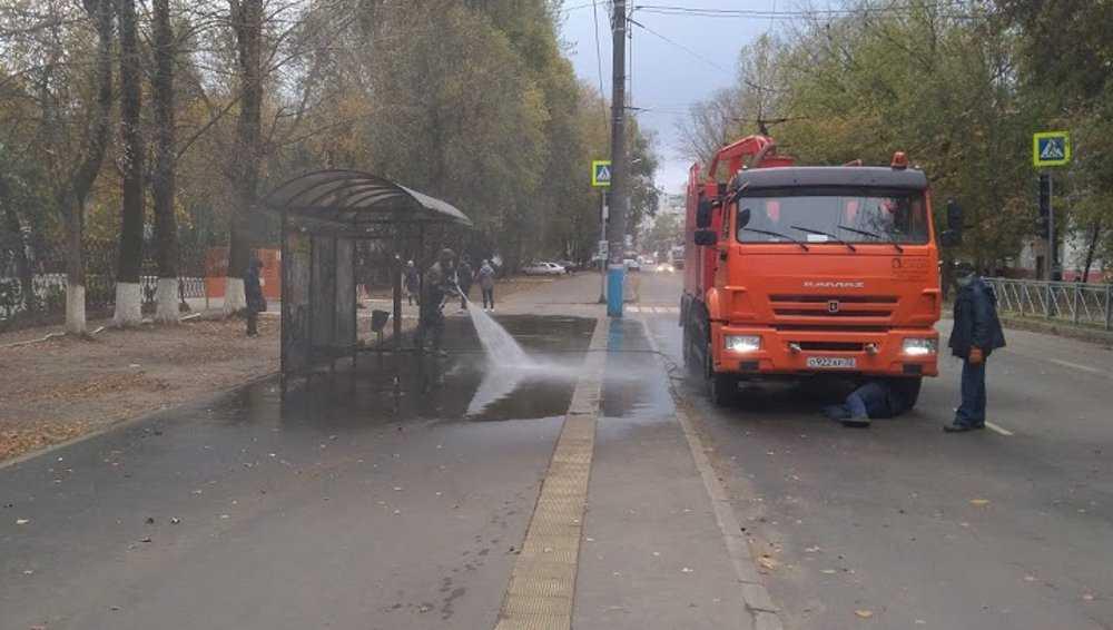 В Брянске возобновили дезинфекцию остановок
