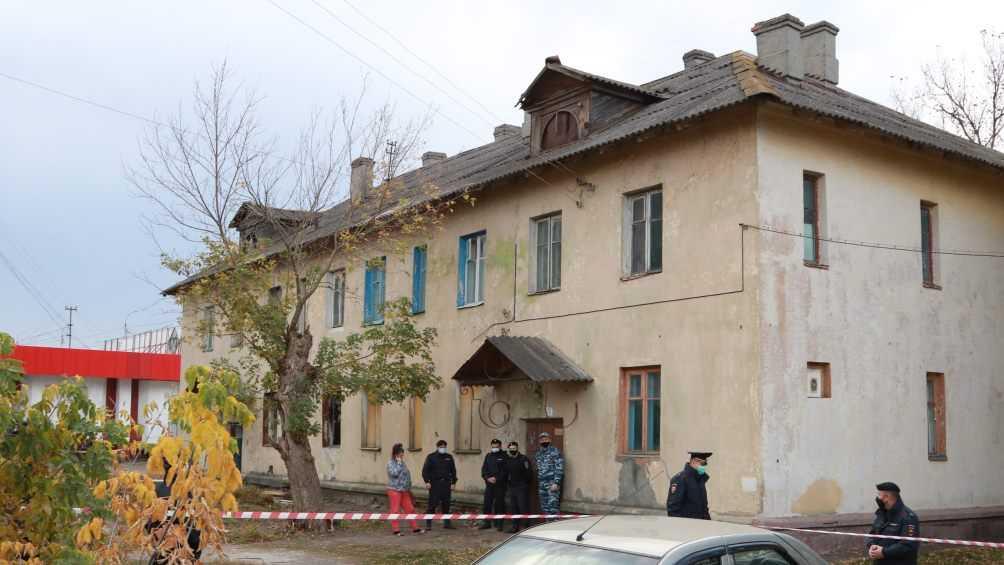 Гибелью 69-летнего жильца сносимого дома занялись следователи