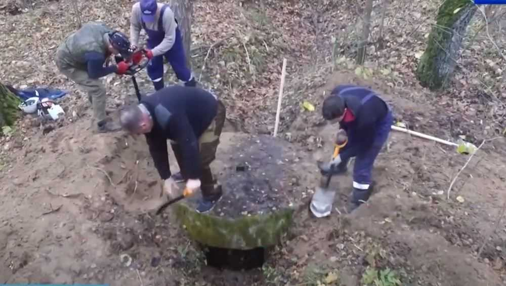 Брянские поисковики нашли сохранившийся в земле дот