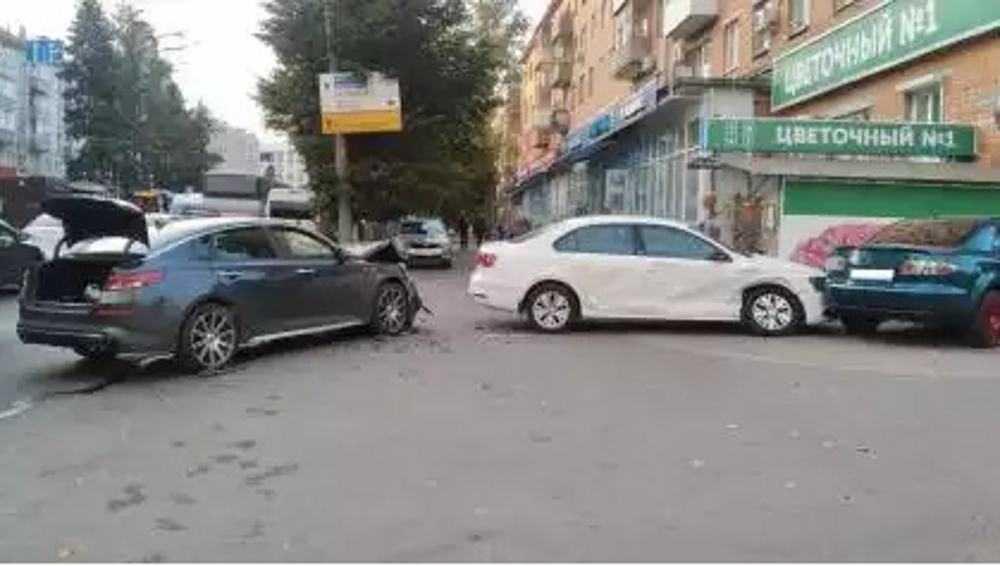 В тройном ДТП на площади Партизан в Брянске пострадали две пассажирки