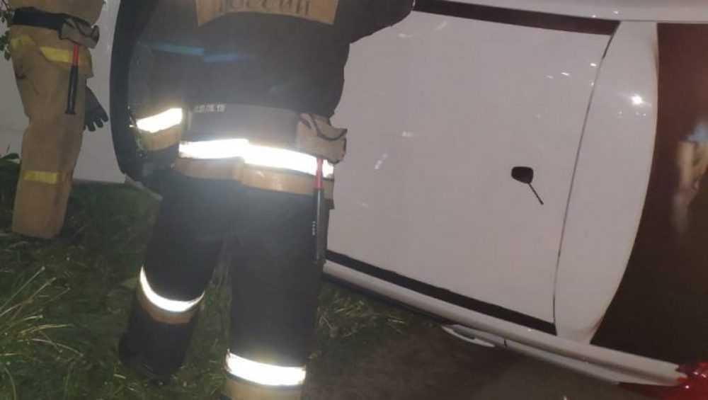 В Суражском районе на дороге перевернулась легковушка
