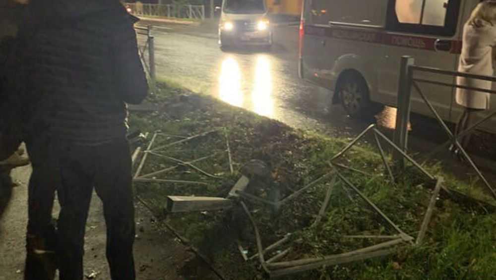 В Брянске автомобилист выскочил на тротуар и сбил женщину с ребенком
