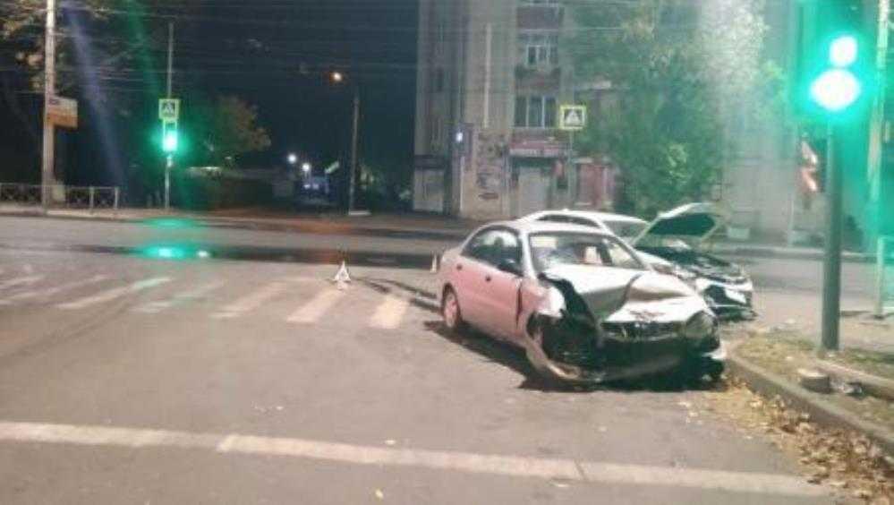 В Брянске в ДТП возле автовокзала пострадали три человека