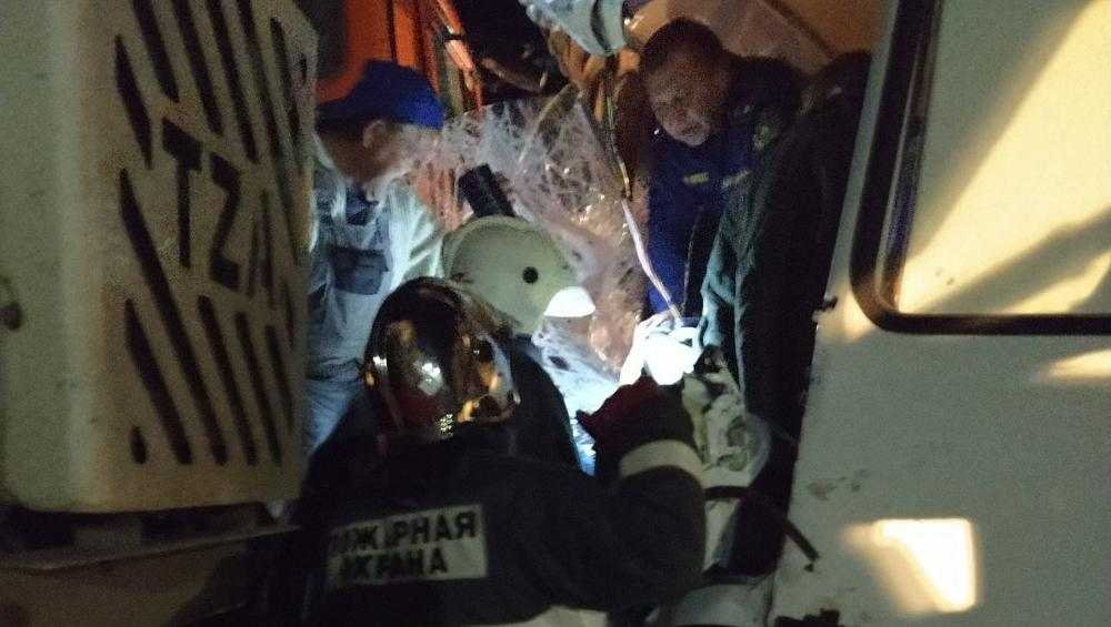 Под Севском в ДТП с автобусом и грузовиком пострадали три человека