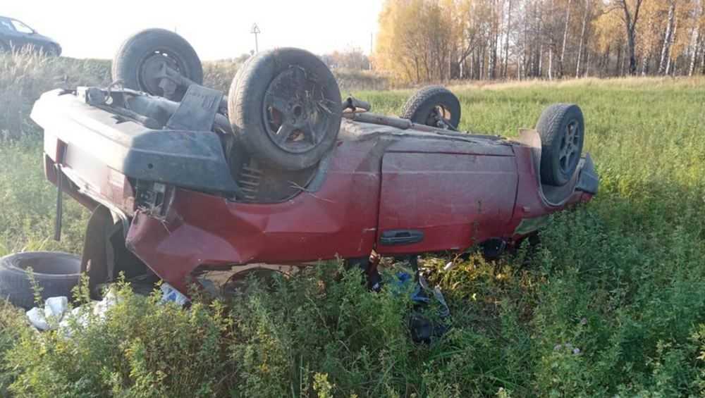 Под Трубчевском покалечились молодая водительница и ее пассажирка
