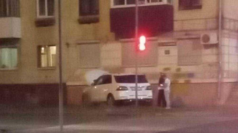 В Володарском районе Брянска легковушка врезалась в многоэтажку