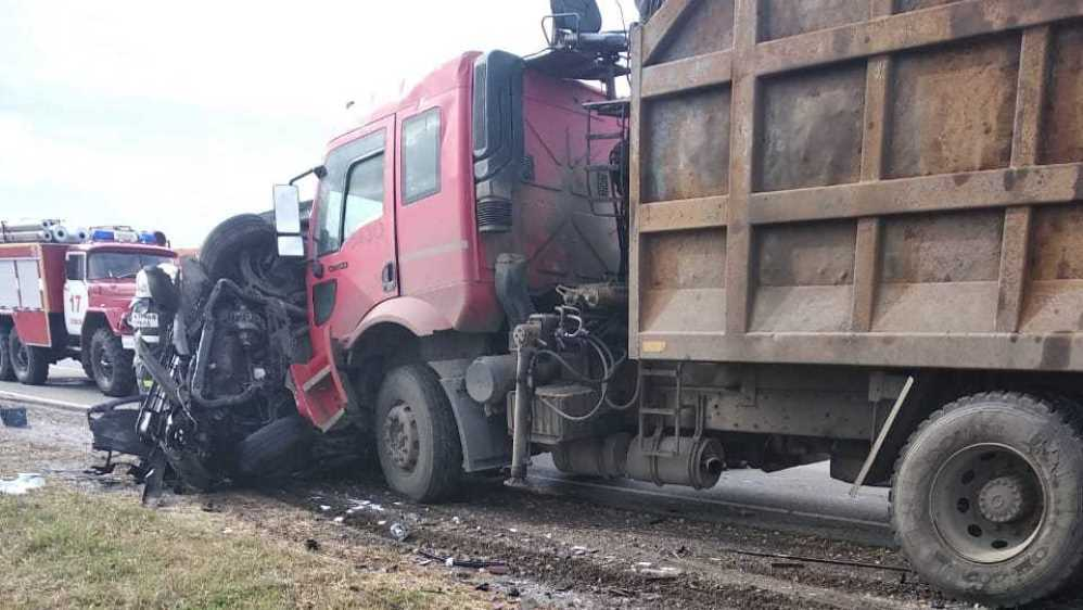 Под Севском в ДТП с легковушкой и грузовиком погибли люди