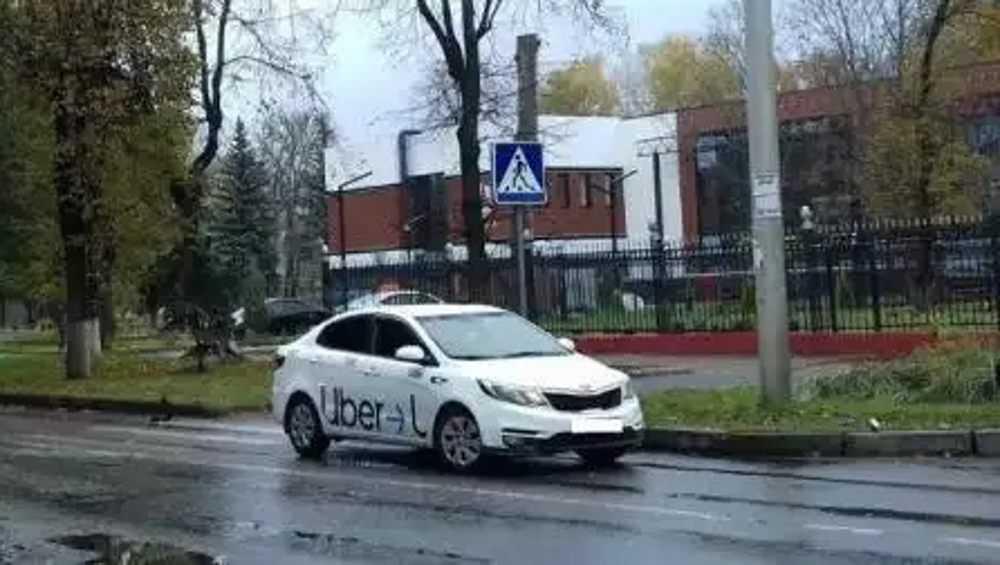 В Брянске таксист сбил на пешеходном переходе 58-летнюю женщину