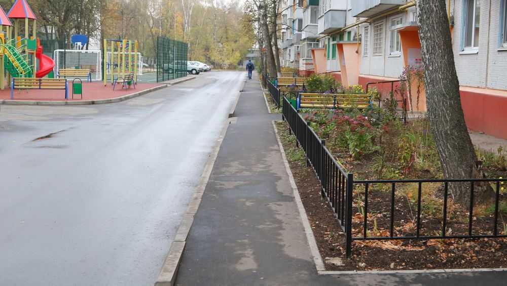 В Бежице на улице Орловской благоустроили дворовую территорию