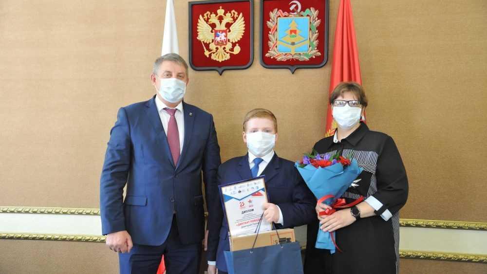Александр Богомаз встретился с самым юным победителем «Диктанта Победы»