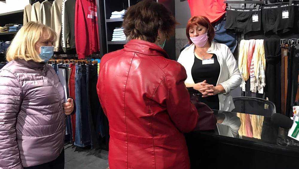 В магазинах Брянска за отсутствие масок наказали 9 продавцов и покупателя